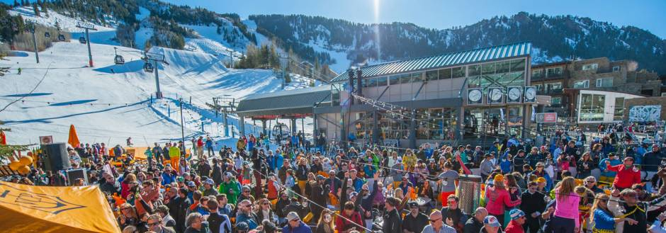 Crowds outside the gondola in Aspen during the winter