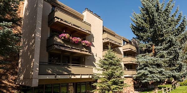Exterior of Concept 600 Condo Rentals in Aspen