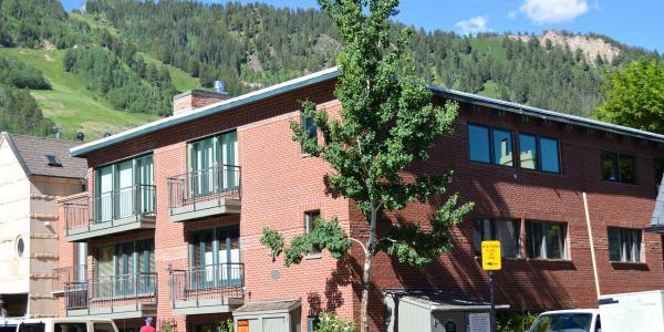 Exterior of the Glory Hole Condo Rentals in Aspen