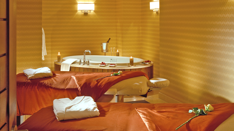 couples massage at remede spa