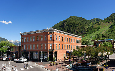 Aspen Lodging Deals at Independence Square Hotel