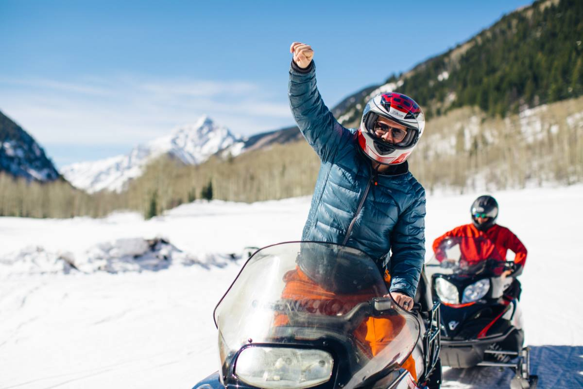 aspen winter activities snowmobiling t-lazy-7